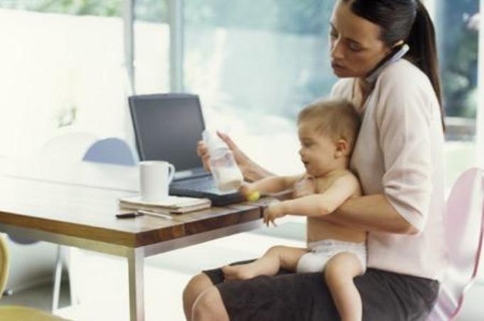 młoda mama w pracy