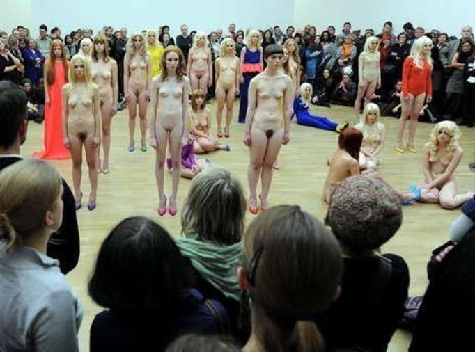 Sytuacja wyjątkowa w modzie. Moda i fotografia lat 90-tych