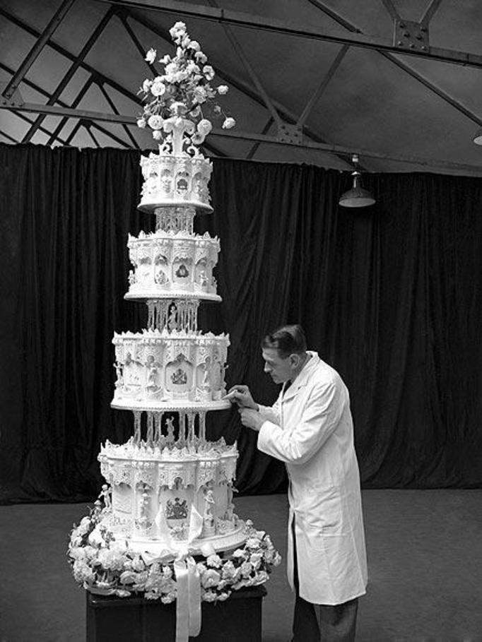 tort weselny królowej Elżbiety