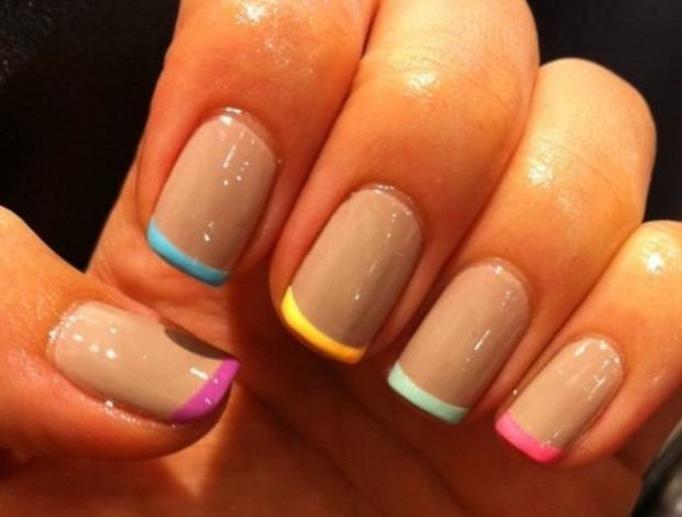 manicure francuski kolorowy