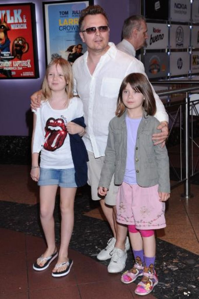 Piotr Szwedes z córkami