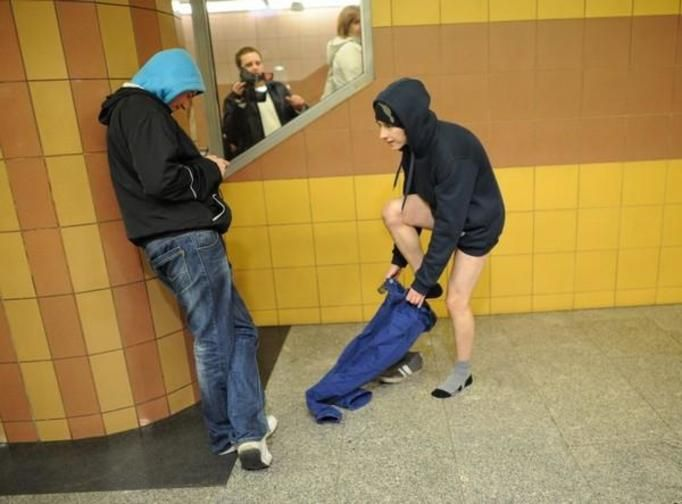 jazda metrem bez spodni