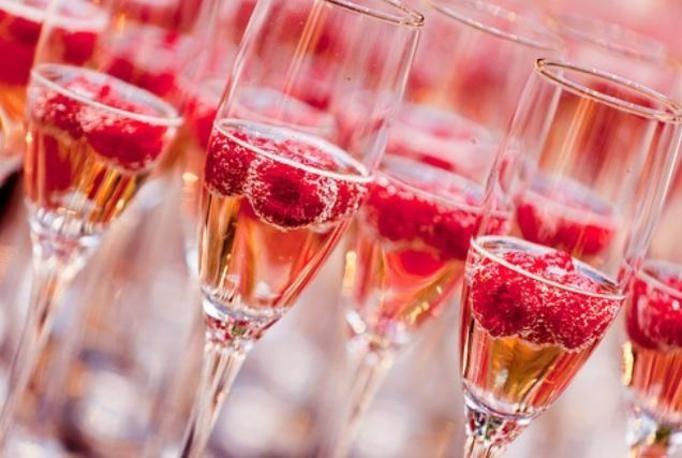 szampan z malinami