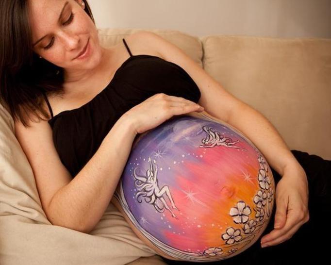 Ciążowy bodypainting