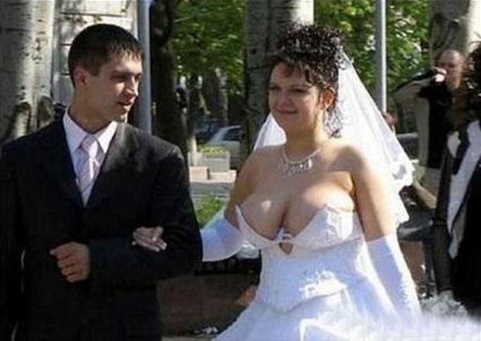 obrzydliwa suknia ślubna