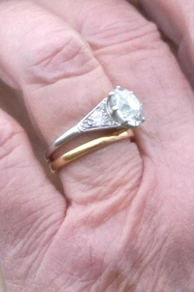 Pierścionek zaręczynowy Królowej Elżbiety