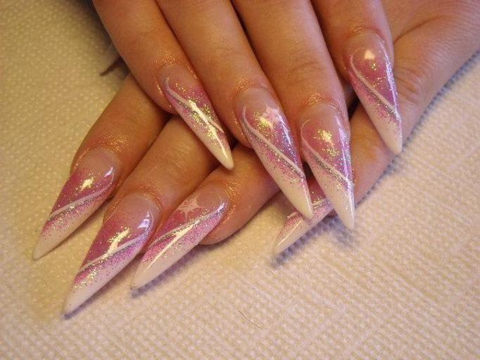 zaniedbane paznokcie