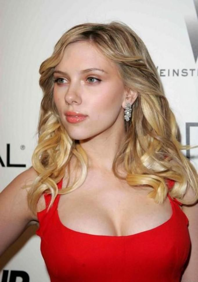 0127ea62de Ile waży Scarlett Johansson