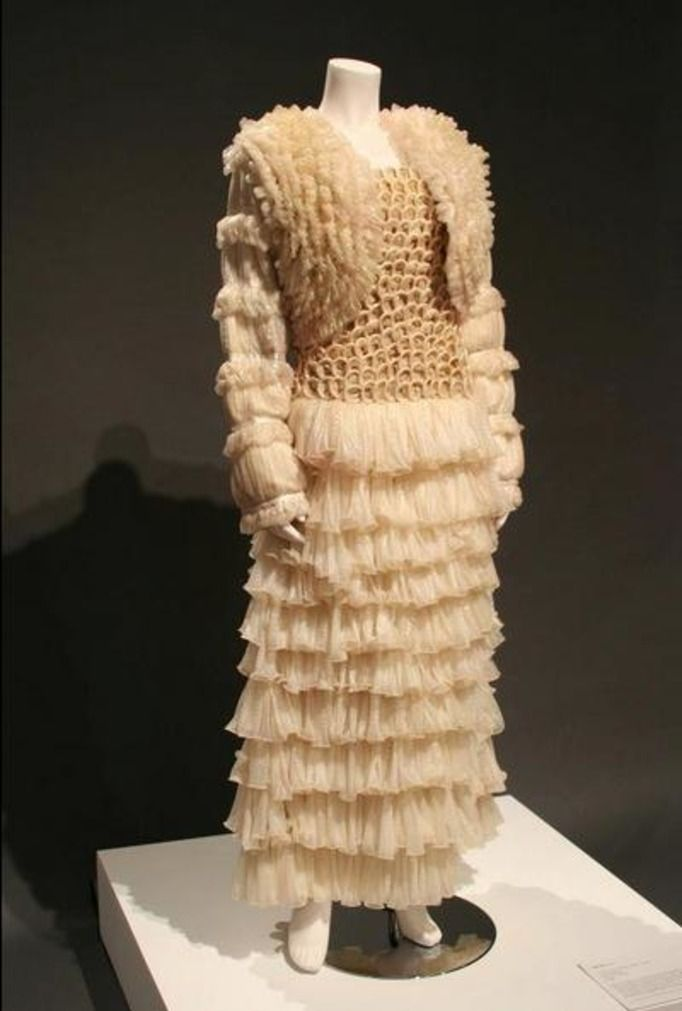 http://img1.papilot.pl/800w/2014/07/condom-couture-17708365.jpg