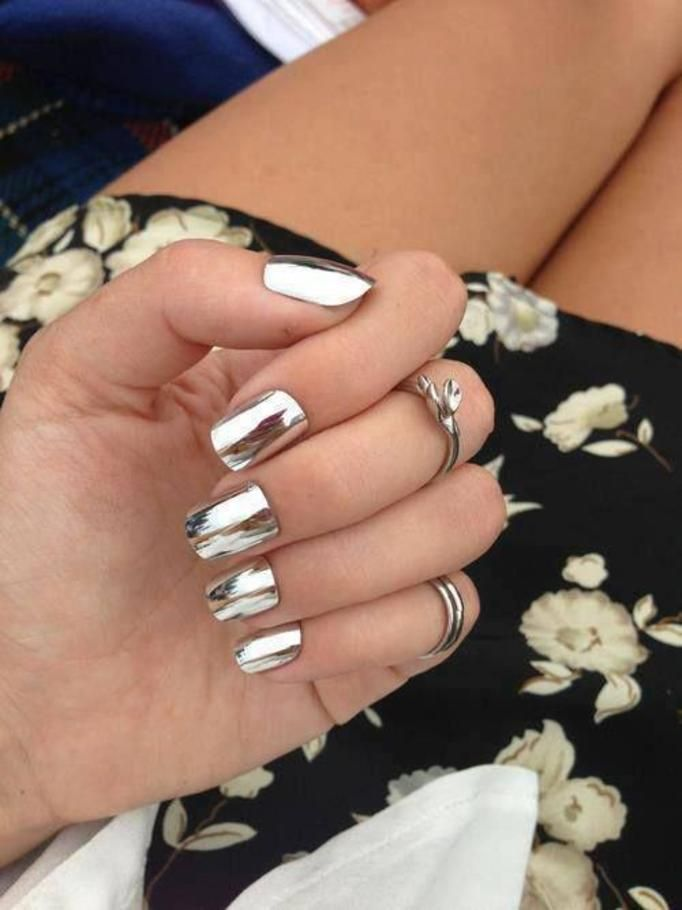 metallic manicure