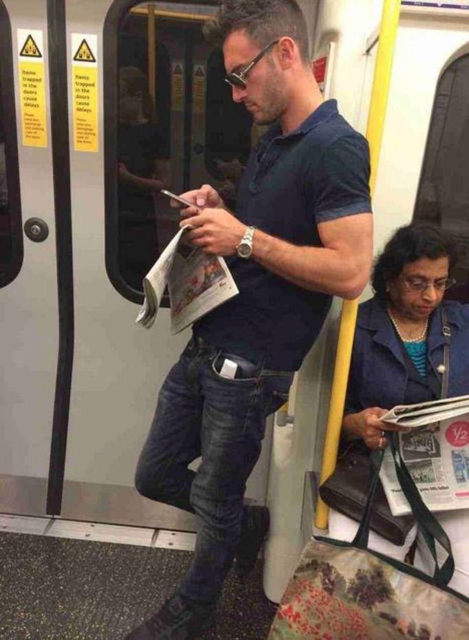 Przystojni pasażerowie metra