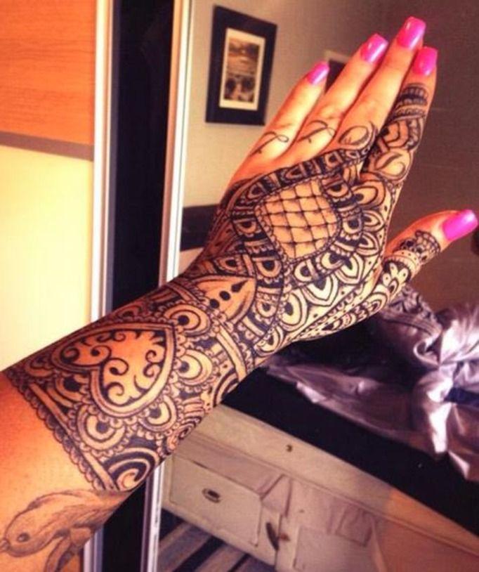 widoczne tatuaże