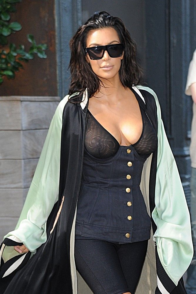 Kim Kardashian biust