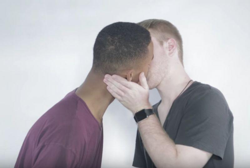 pocałunek gejów