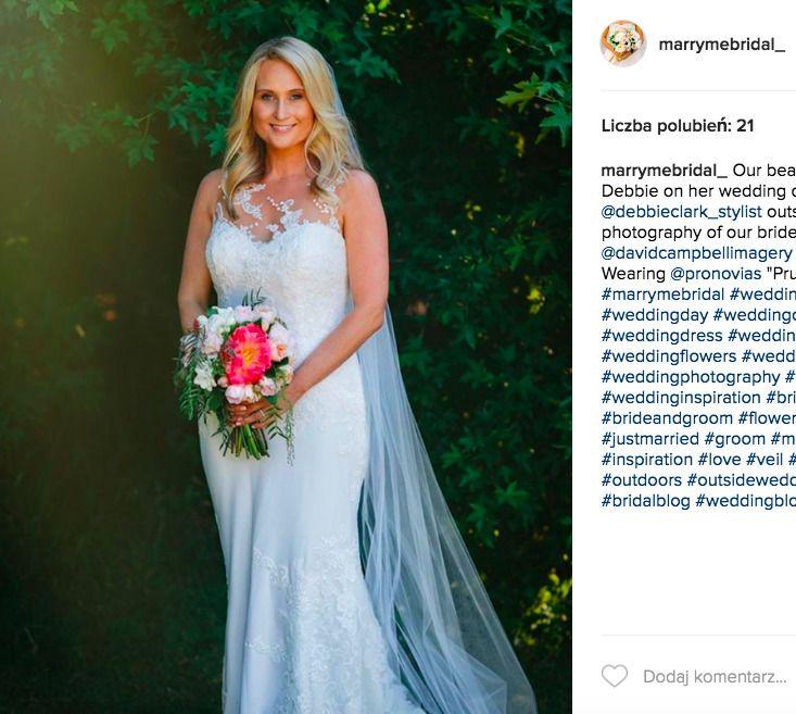 3dafd868f2f74e biała suknia ślubna. źródło: Instagram  (https://www.instagram.com/marrymebridal_/)
