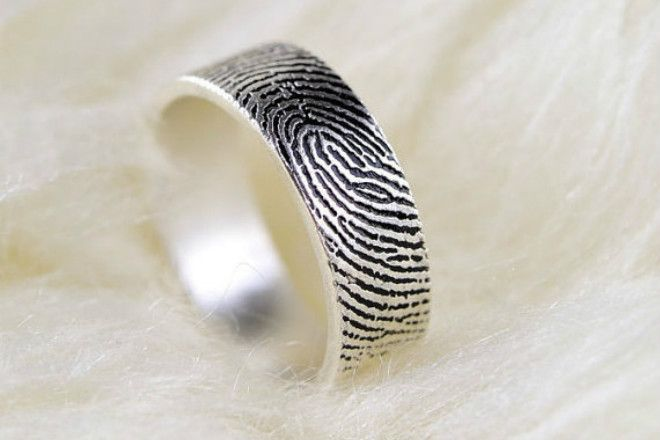 obrączka z odciskiem palca