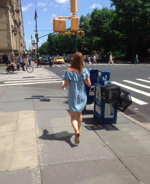 niebieska sukienka bez ramion Zara