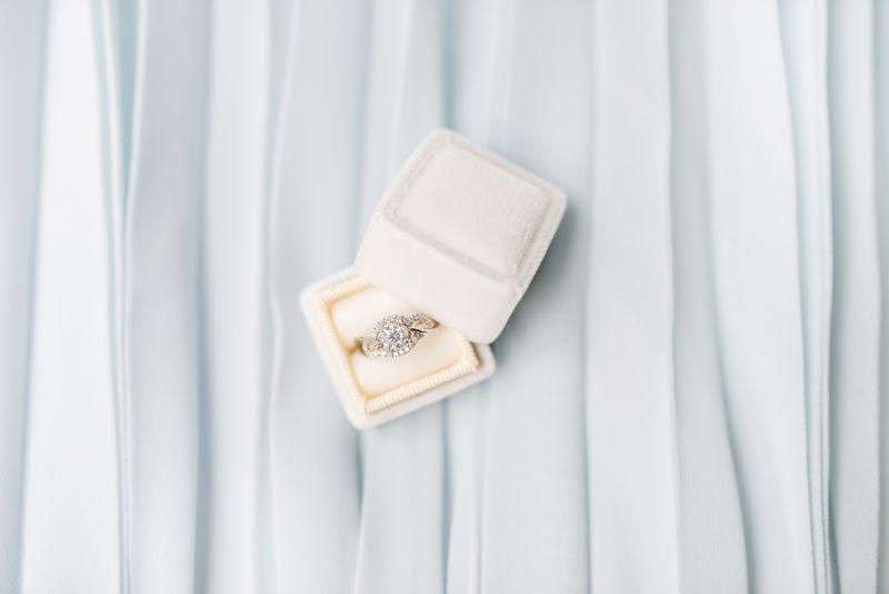 pierścionek zaręczynowy po eks