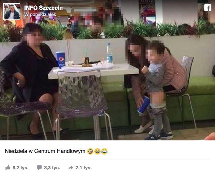 dziecko sika do kubka