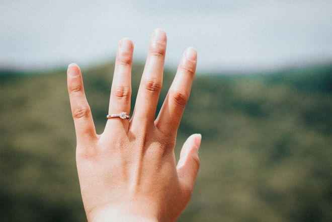 tani pierścionek zaręczynowy