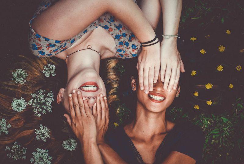 zdradzona przyjaźń