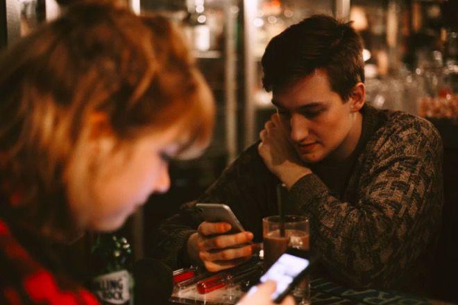 czytanie sms-ów partnera