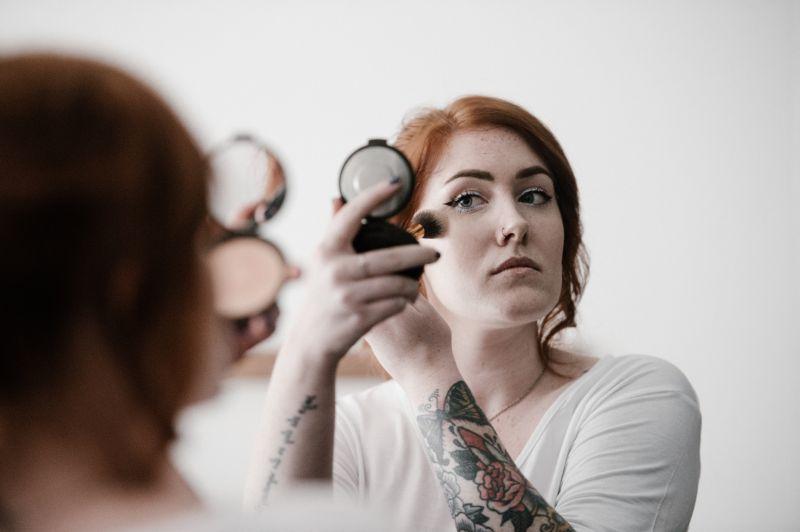 reakcja faceta na brak makijażu