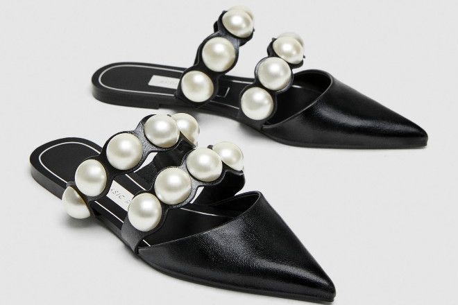 buty na płaskiej podeszwie z odkrytą piętą i sztucznymi perłami Zara