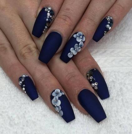 granatowy manicure ślubny