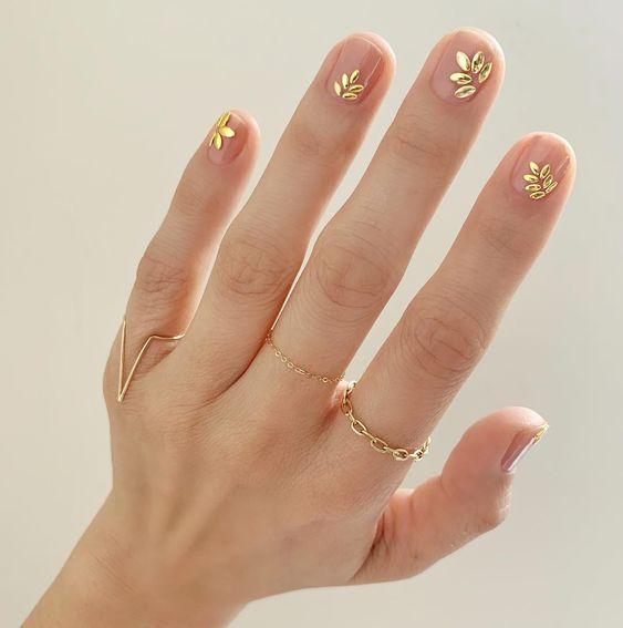 złote paznokcie ślubne